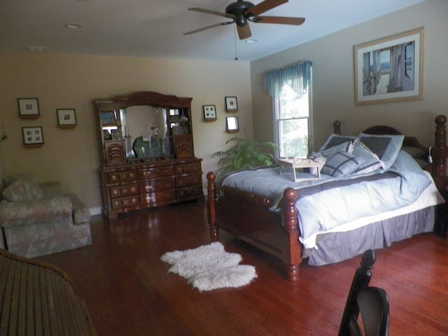Guest room in Millington NJ - Long Hill - Rumah