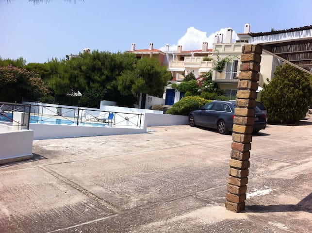 seaside apartment with big pool - Anatoliki Attiki - Apartamento
