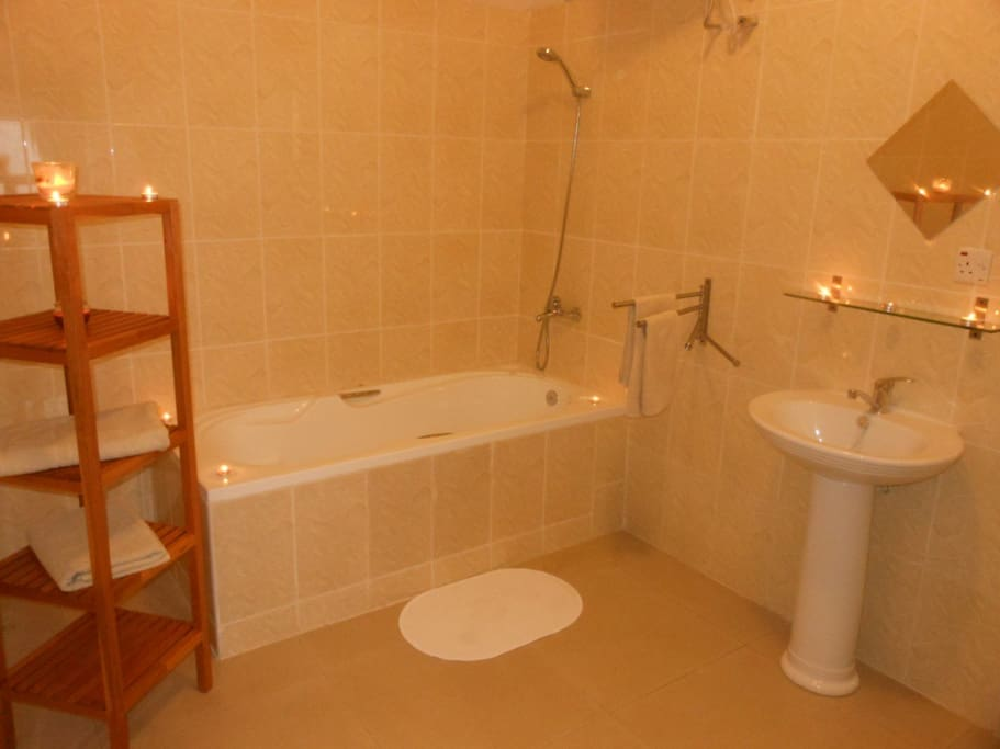 Bathroom with bathtub and hot water