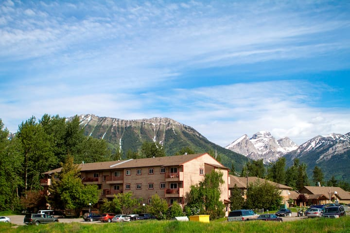 Longterm discount EscapeAway Fernie 2 BedroomCondo
