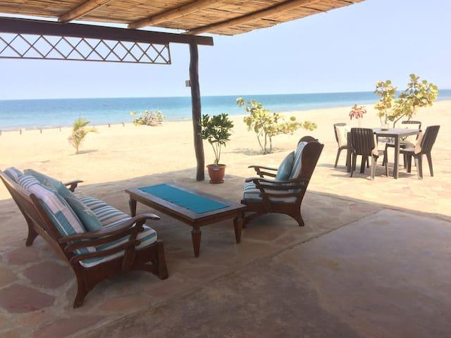Linda Cabaña de Playa Mar y Arena /  En  Punta Sal