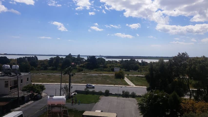 Salt lake view in larnaca - Larnaka - Bed & Breakfast