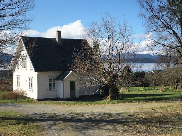 Idyllic farmhouse close to Stavanger n Pulpit Rock - Jørpeland - House