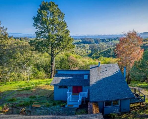 Rainbows End: spectacular home and views in Sonoma