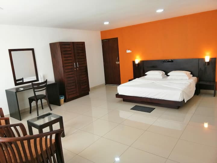 Spacious Room-SeaView/Balcony/AC/WiFi/HotWater