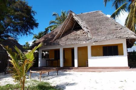Beach Cottage on the beach - Bwejuu