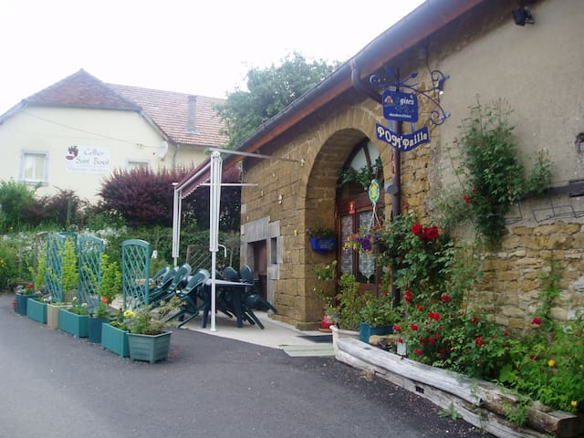 CHAMBRES HOTES AU COEUR DU VIGNOBLE - Pupillin - Bed & Breakfast