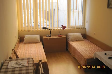 Zentrales 2-Bed-Zimmer - Goze Deltschew - Wohnung