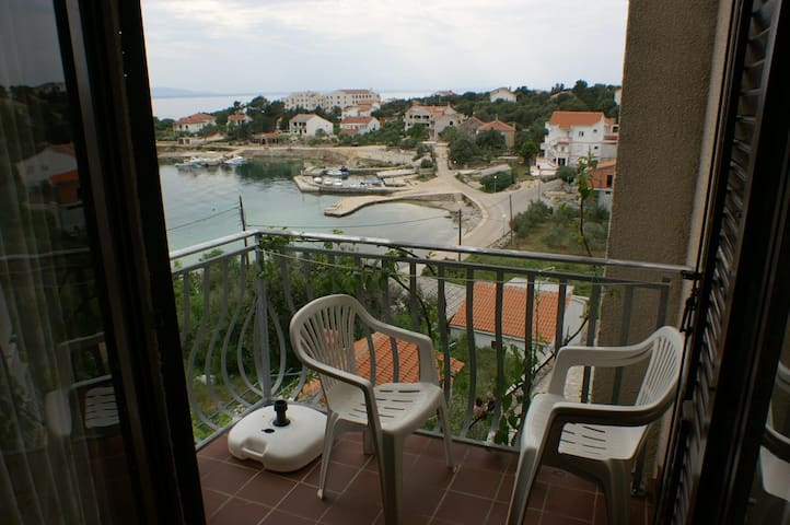 One bedroom apartment with balcony and sea view Jakišnica, Pag (A-4100-b)