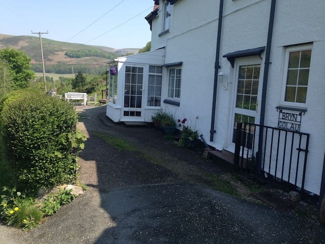 Period cottage with amazing views - Llangollen - Casa
