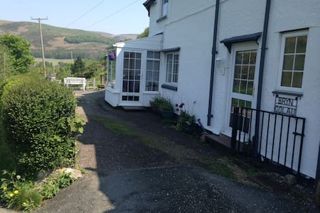 Period cottage with amazing views - Llangollen - Haus