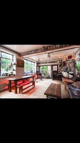 Artistic Hoxton loft