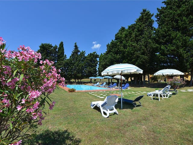 Pool, BBQ, table tennis and relax for 3 - Livorno - Hus