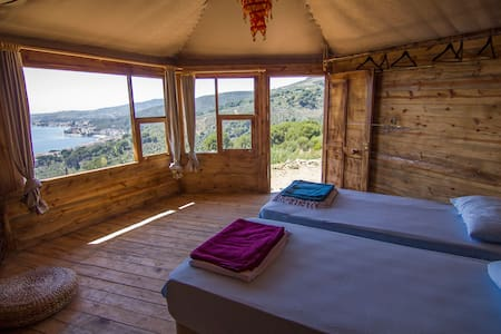 Log cabins with panoramic  sea view - Armutlu - Bed & Breakfast