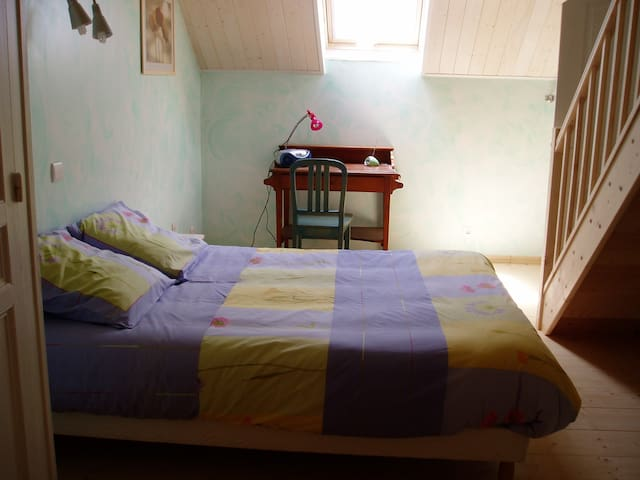 CHAMBRE HOTES AU COEUR DU VIGNOBLE - Pupillin - Bed & Breakfast