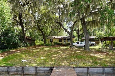 Magical Lake House Private Lake Spacious Property