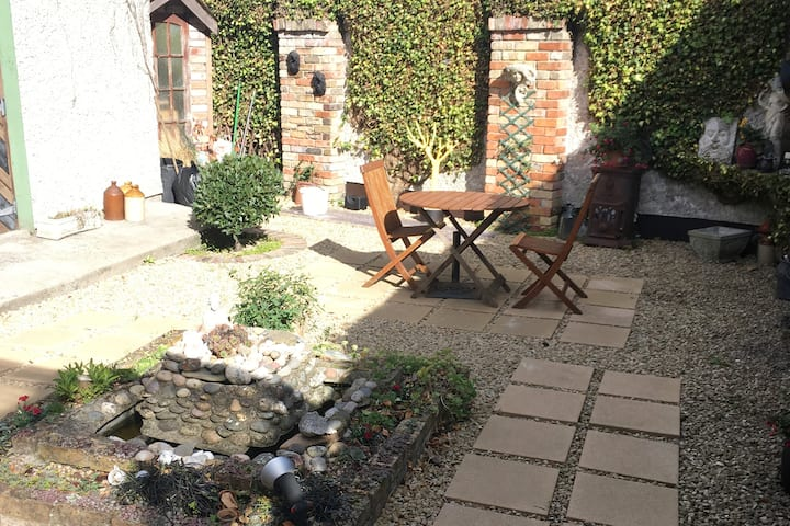 Double room, near city centre & lovely garden view