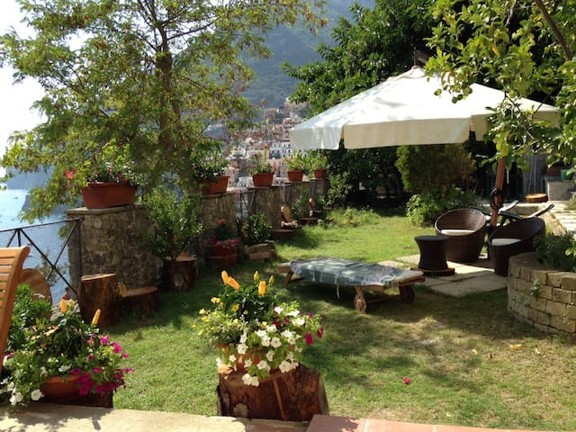 Nice overlooking house with garden - Positano - Huis