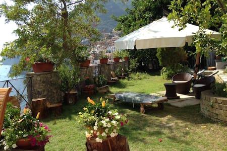Nice overlooking house with garden - Positano