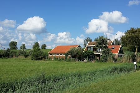 Idyllic dikecottage near IJsselmeer - Wervershoof