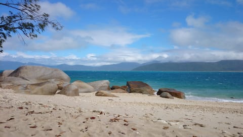 Room in paradise, Cairns, Clifton Beach