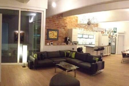 Quiet room in loft-type apartment - Vienna - Bed & Breakfast