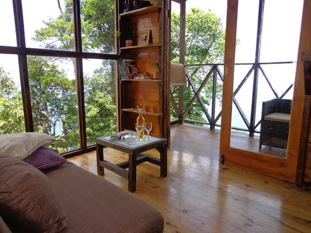 Private eco-cabin amazing sea views - Paramin - キャビン