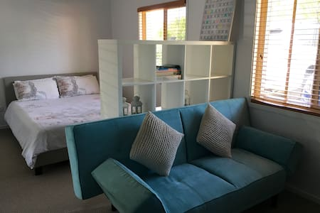 Beautiful Studio Room in quiet neighbourhood - Parkwood - 一軒家