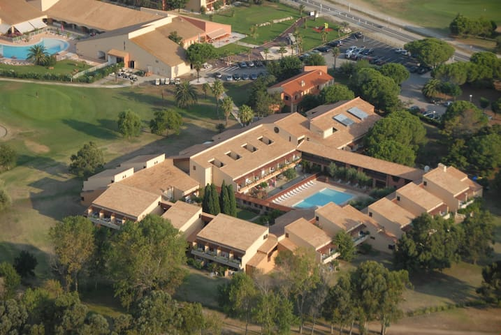 Lagrange Vacances Residence du Golf are located in close proximity of nearby beaches and shopping opportunities.