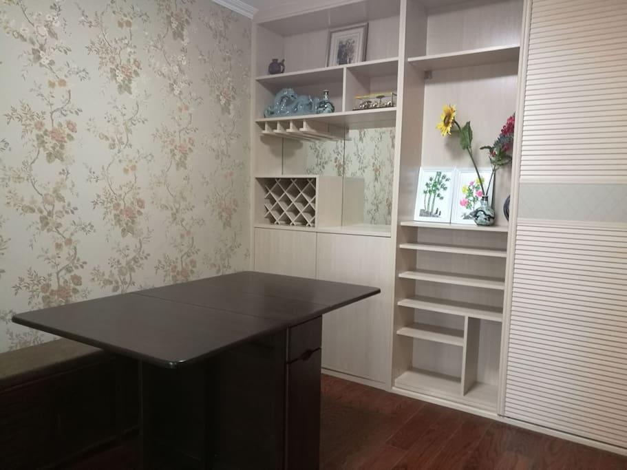 客厅折叠实木餐桌