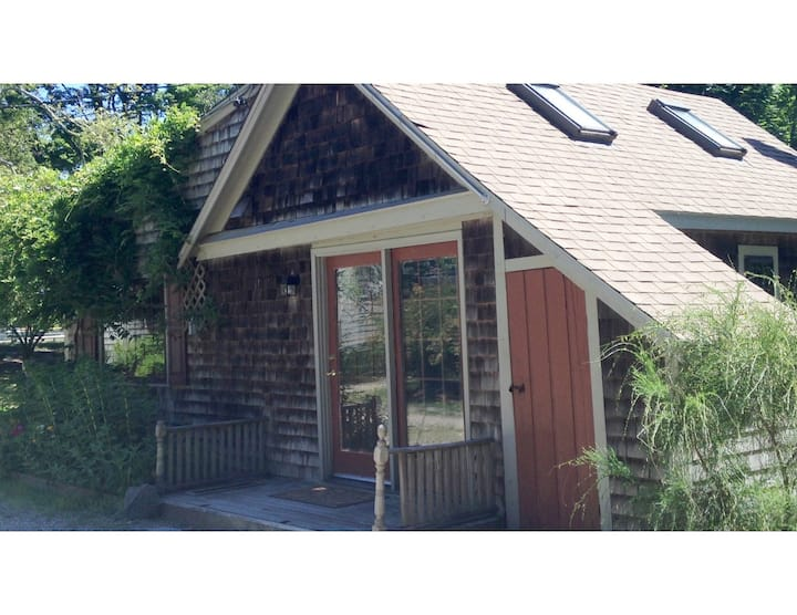 The Cottage - PRIVATE QUIET close to Bank St Beach