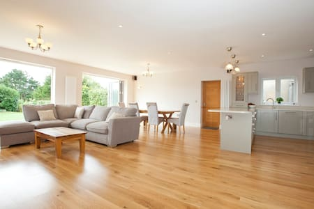 Spacious family home near Brighton - Hassocks - House