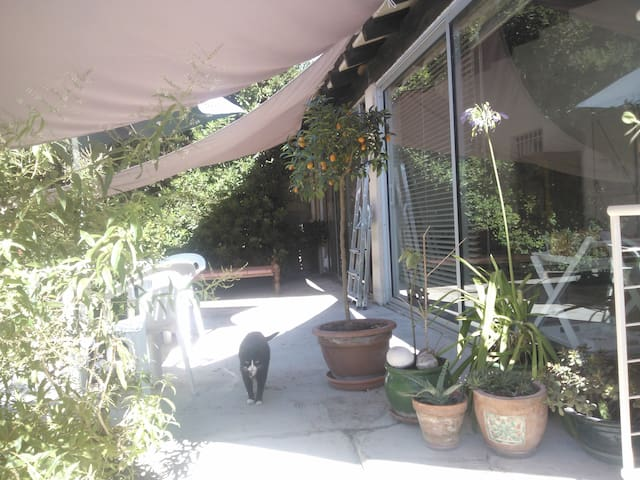 chambre privée dans  villa au calme.