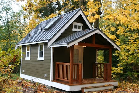Modern Redmond Tiny House w/Loft! - Redmond - House
