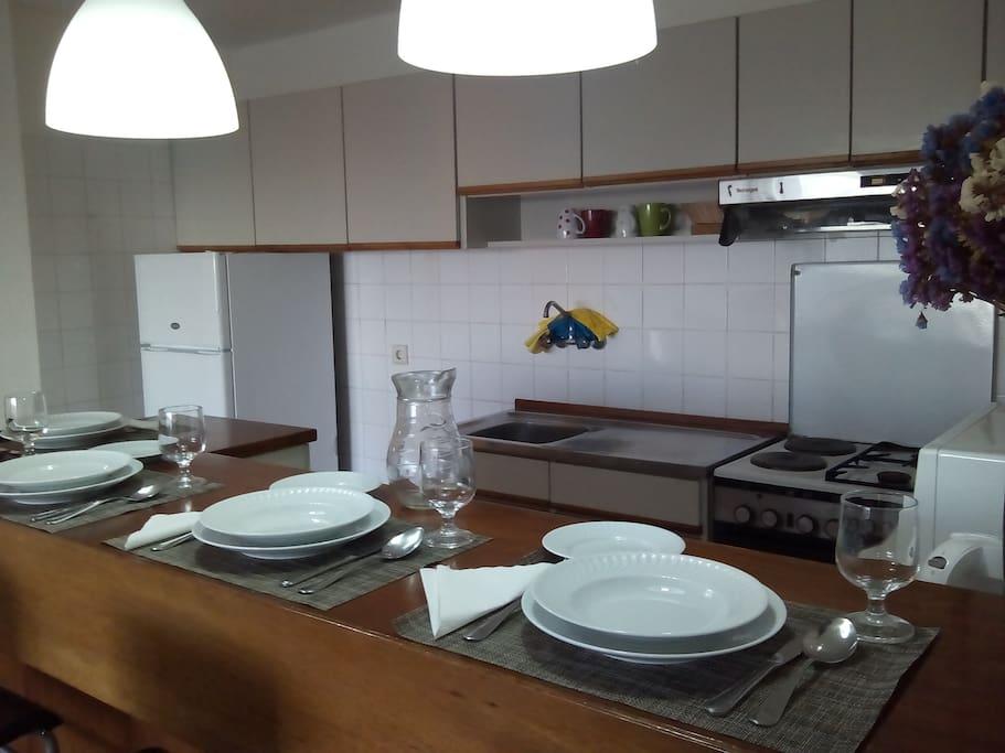 cozinha e zona de refeições