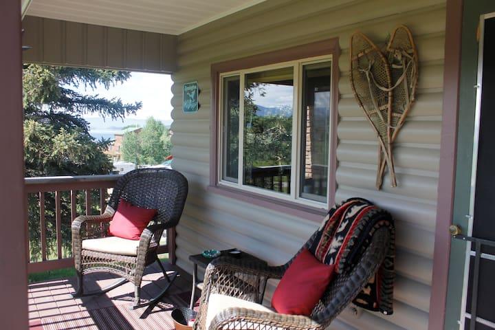 R & R Lake House (1 block from Lake Granby)