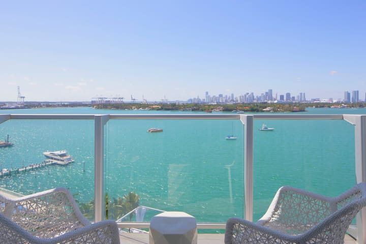 Mondrian Direct Bayfront 1 Bedroom