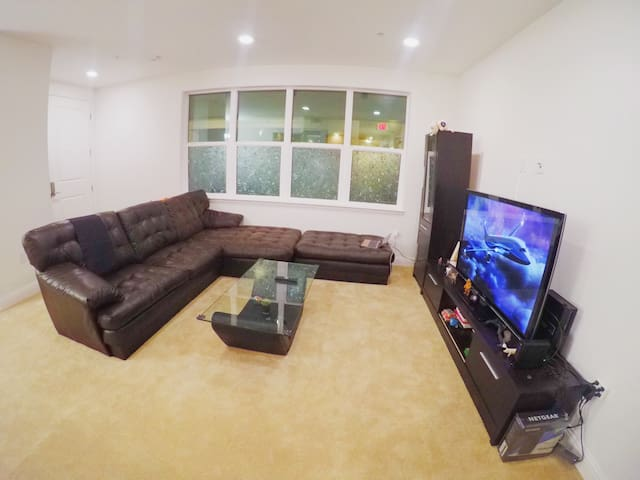 Spacious cozy brand-new WHOLE 1b1b condo - Santa Clara - Apartemen