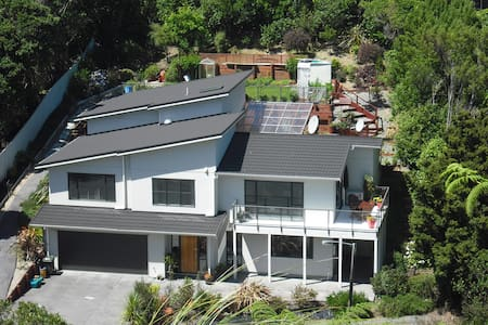 Executive style quiet culdesac - Bush surroundings - Lower Hutt - House