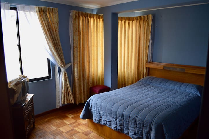 ★Sunny & Spacious Apartment★ Safe-Quiet Location★