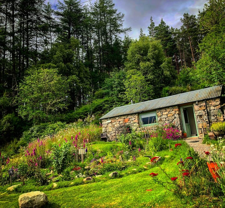 Rowanberry Bothy Retreat - At one with nature