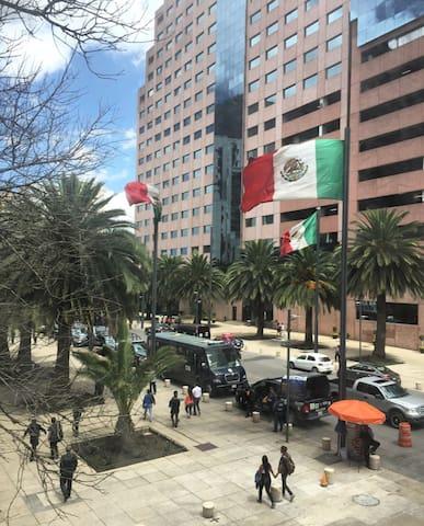 Vista desde el departamento hacia Av. de la República y el hotel Grand Kristal sobre Av. Reforma.