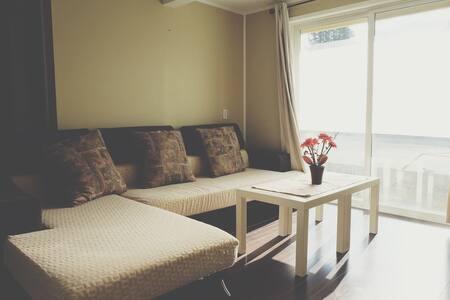Richmond Apt w/ King's bed/列治文一樓公寓 - Richmond