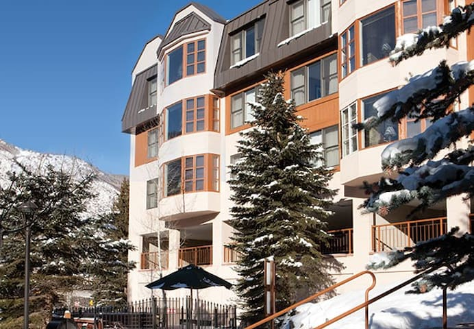 Marriott's Streamside at Vail Evergreen 1200 sq/ft