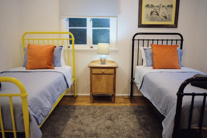 3rd bedroom with 2 single beds and bedside charging station