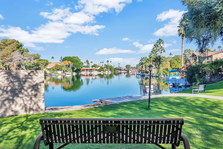 HOME W/PRIVATE POOL/RESORT-STYLE LAKE COMMUNITY