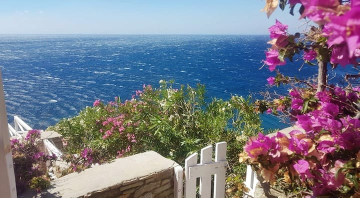 Apartment with one bedroom in Ormos Kardianis, with wonderful sea view, furnished terrace and WiFi