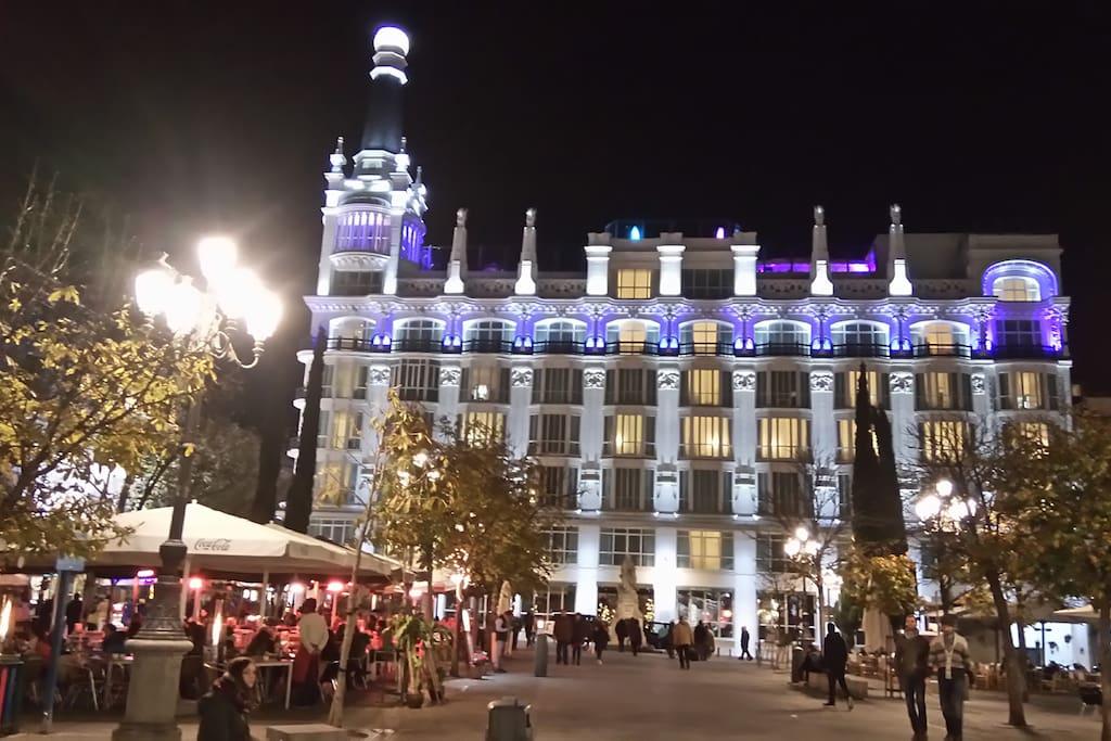 Madrid centro sol calle del principe pza santa ana for Calle sol madrid