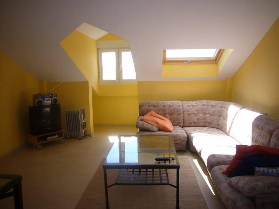 confortable y luminoso salón