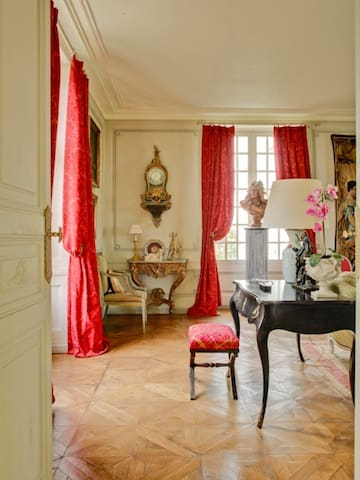 In the Loire Valley, a Magnificently Restored and furnished Manor House in Chateau Country; Sleeps 8